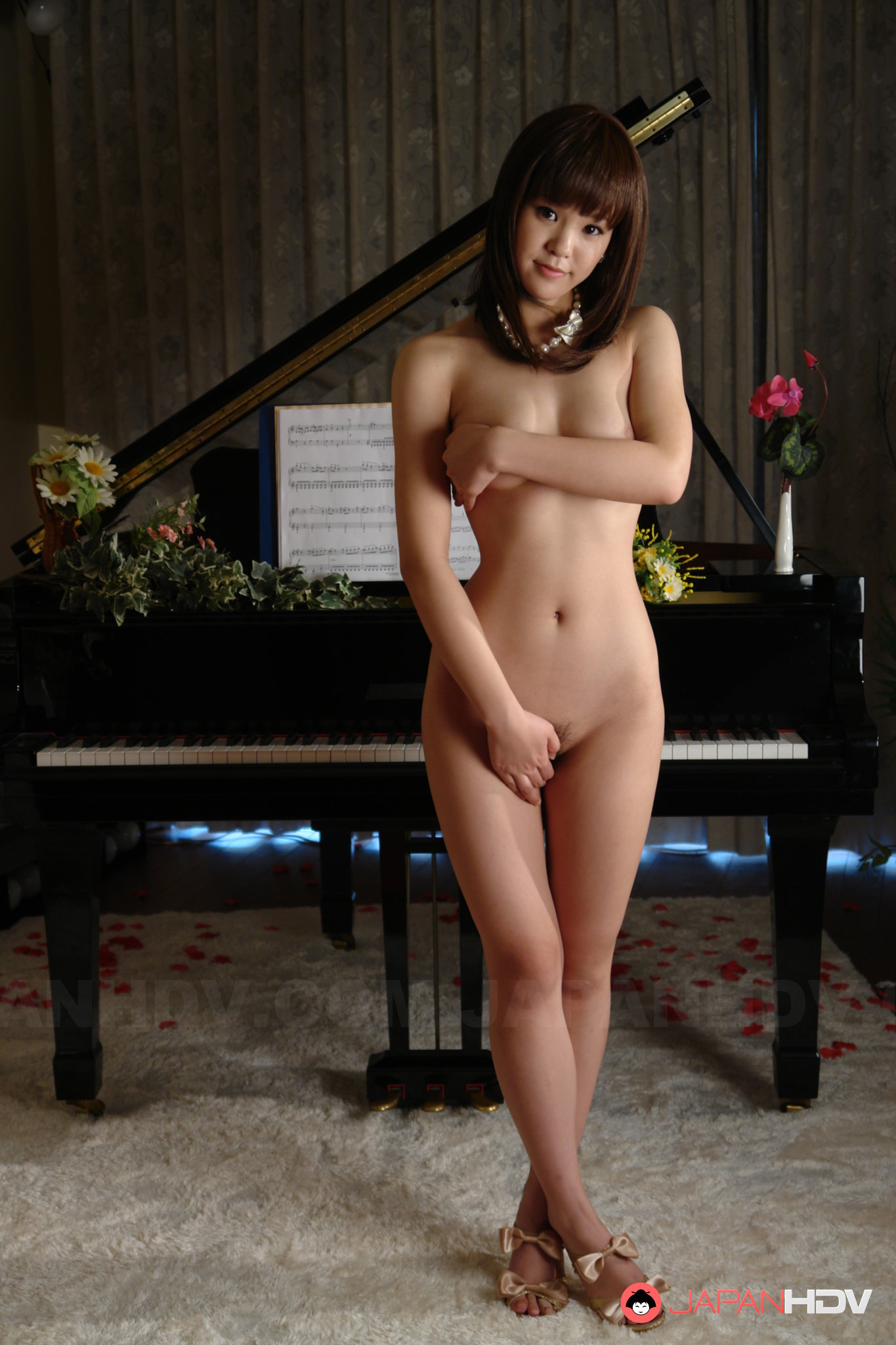 Naked Girl Plays The Piano-8436
