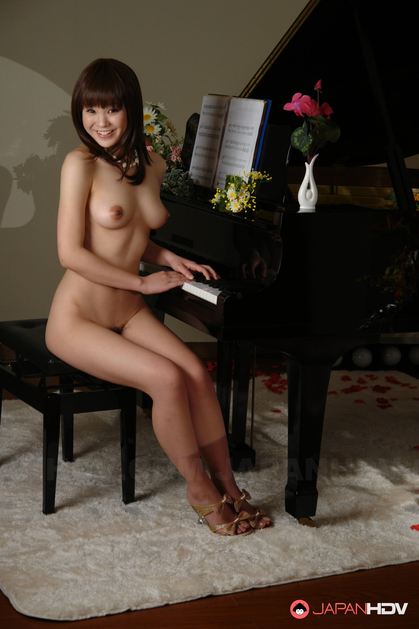 asian-nude-girl-piano